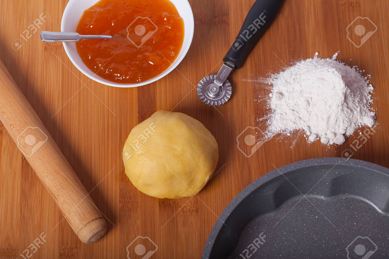 Dough for tarts and preparation for cooking. - 85409635