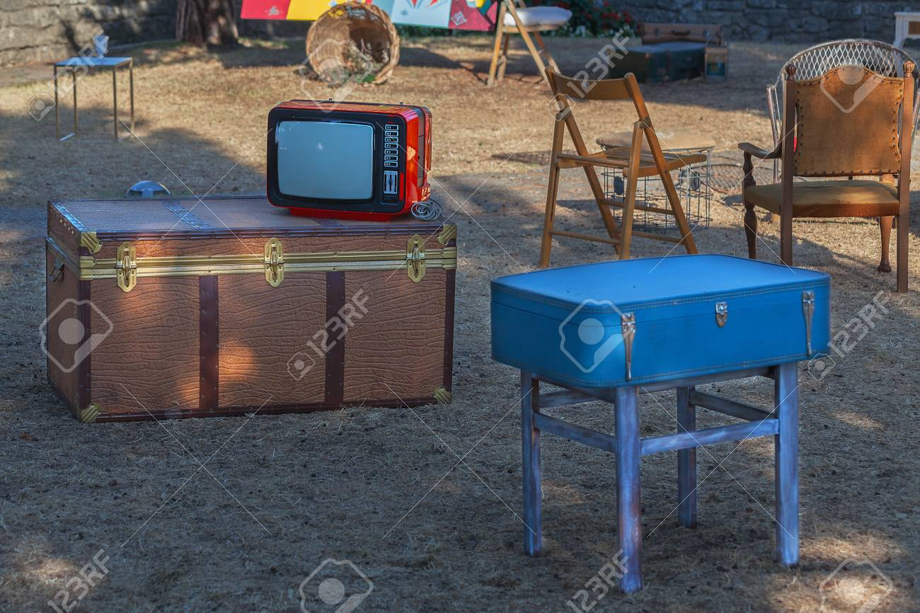 Old TV, chest, suitcase and various furniture on the street. - 89493361