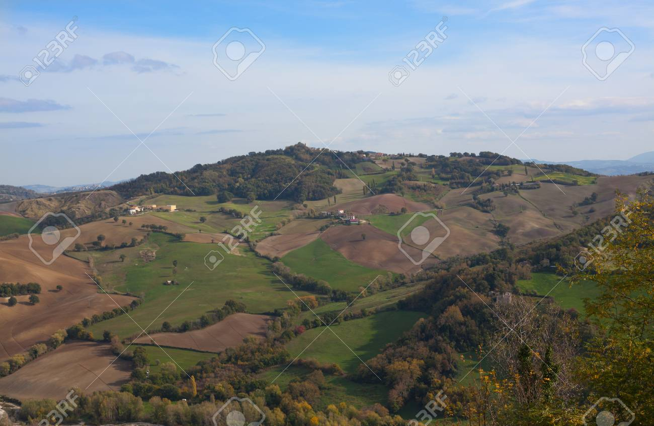 Fields and rarely come across houses on hilly terrain in autumn. - 90883343