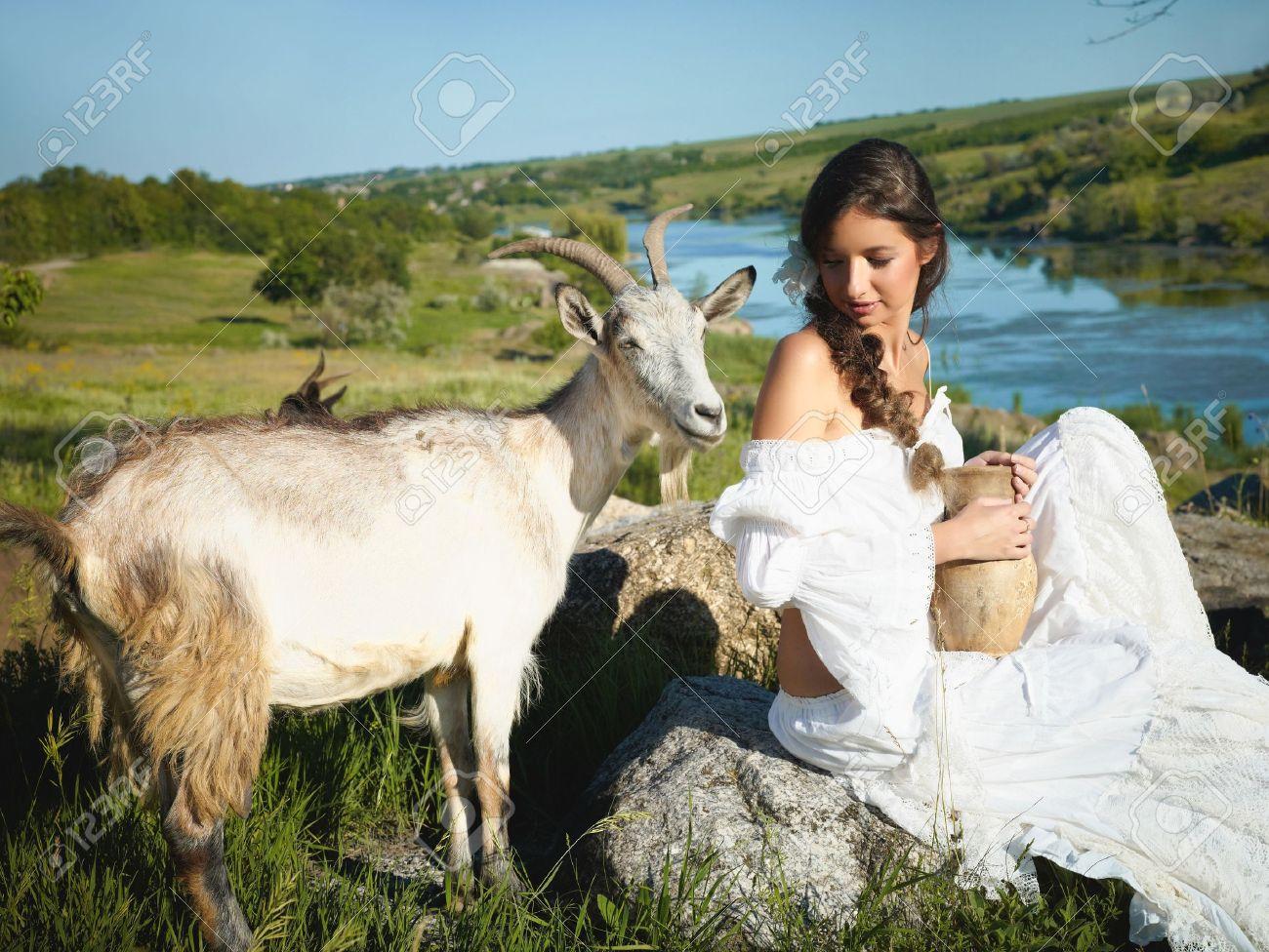 Фото девушка с козой 3 фотография