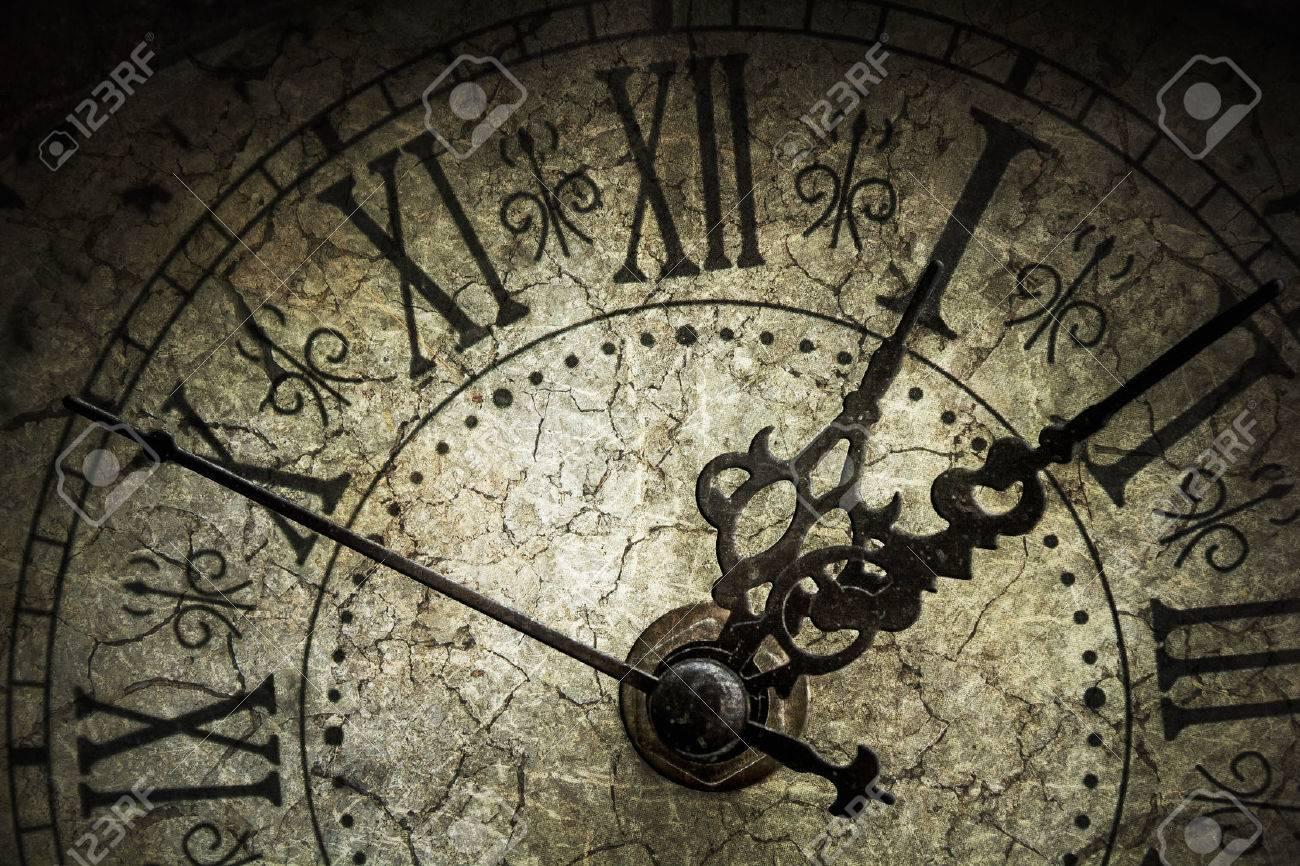 Antique clock - 28509993