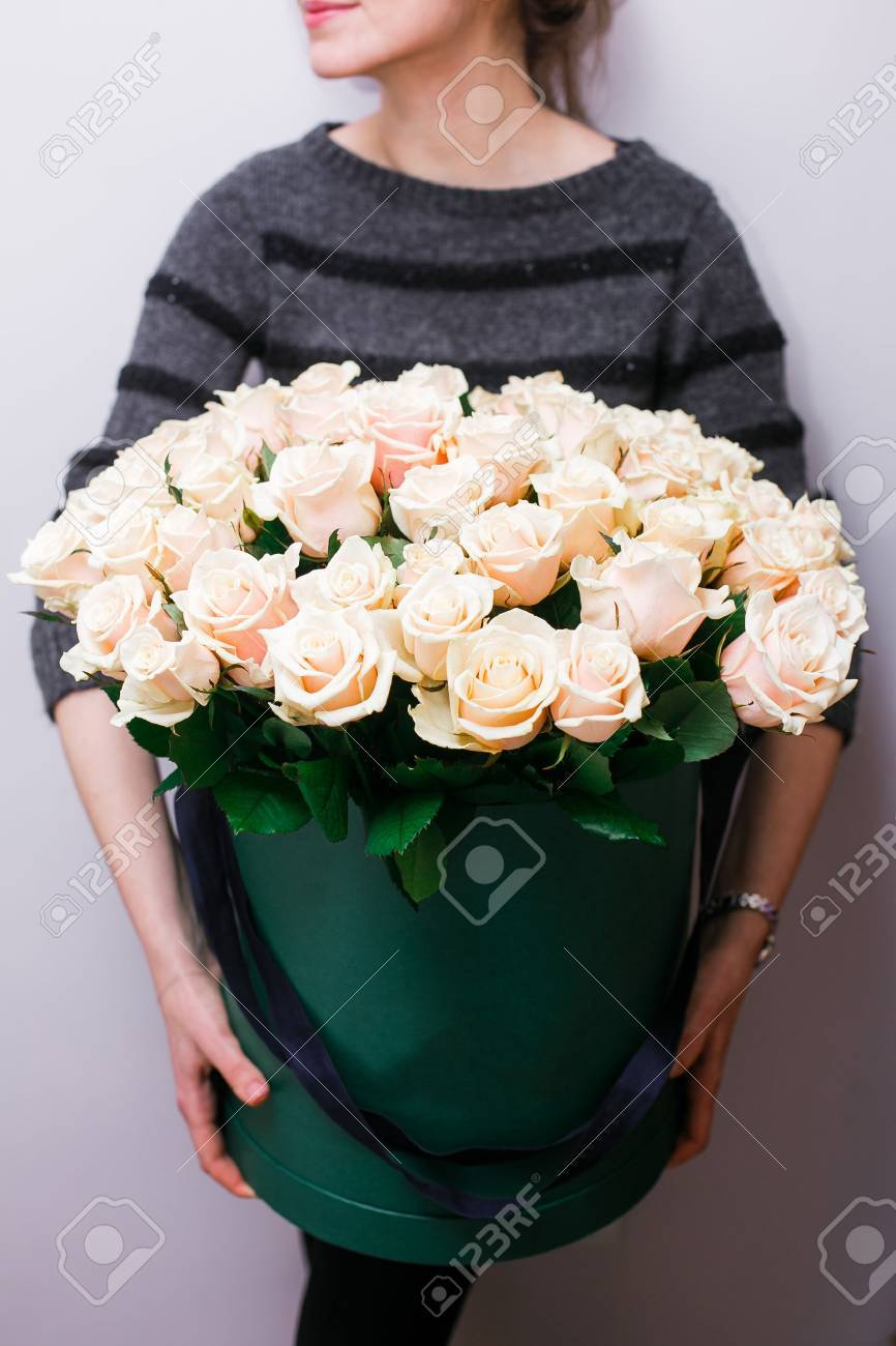 Luxury bouquets of flowers in the hat box roses in the hands luxury bouquets of flowers in the hat box roses in the hands of women izmirmasajfo Choice Image