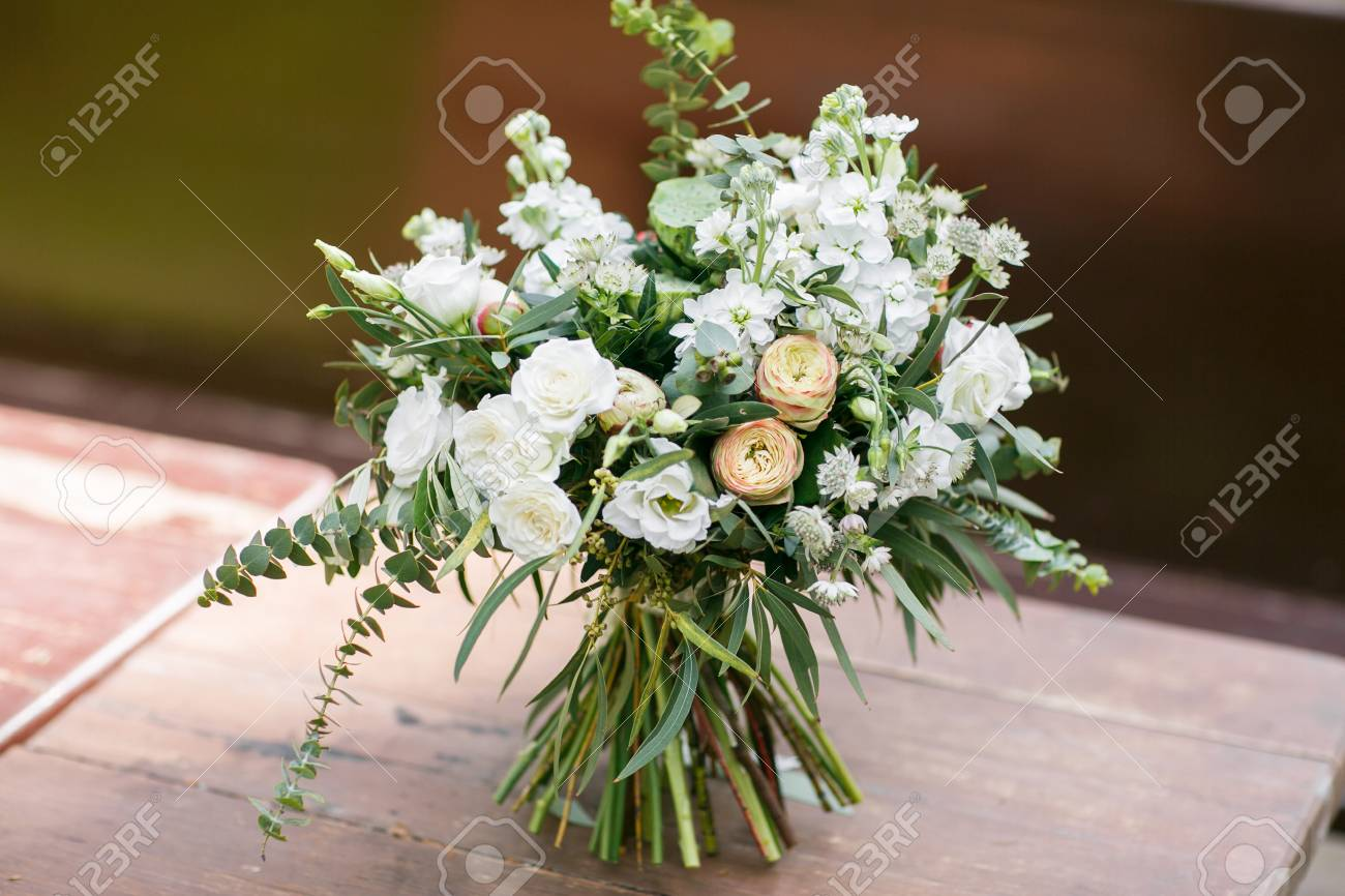 Brautstrauss Der Blumenstrauss Der Braut Schoner Blumenstrauss Aus