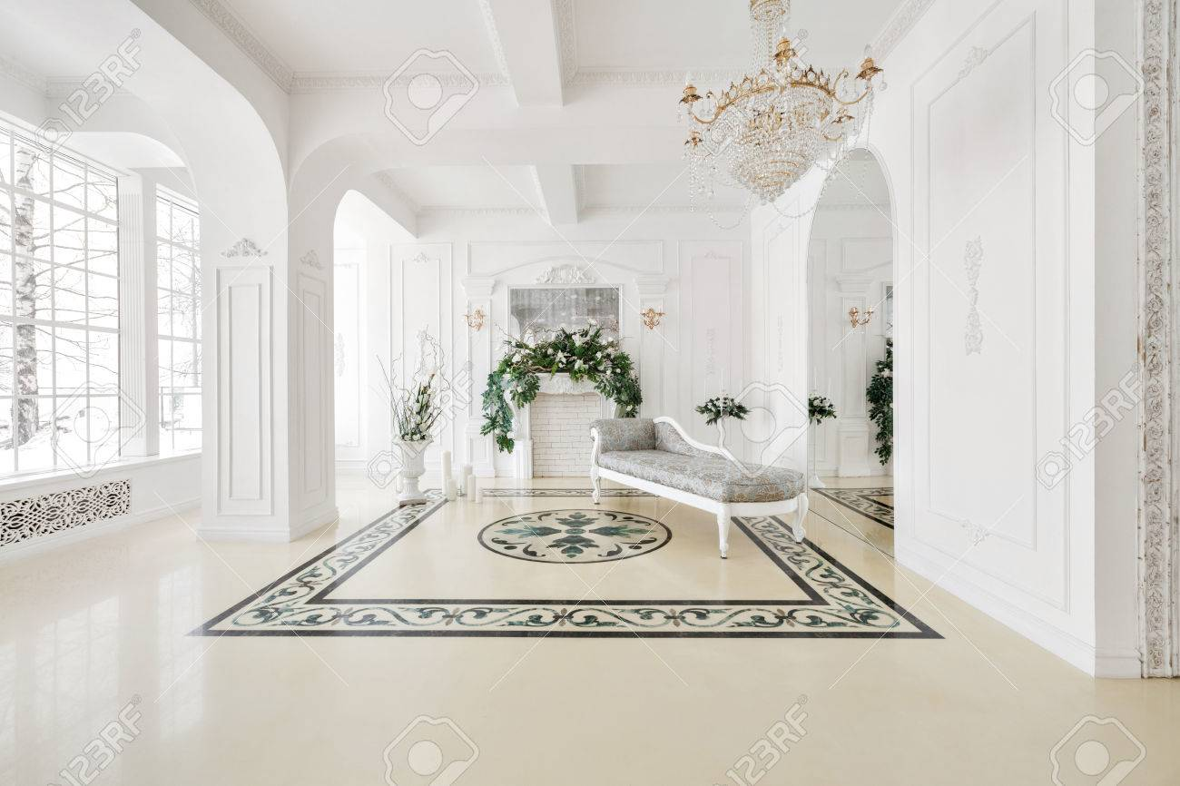 Luxurious vintage interior with fireplace in the aristocratic style - 71426498