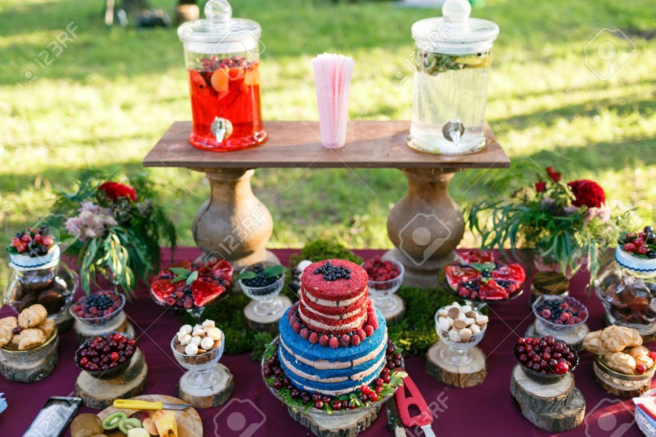 74681047-wedding-in-the-forest-cake-with