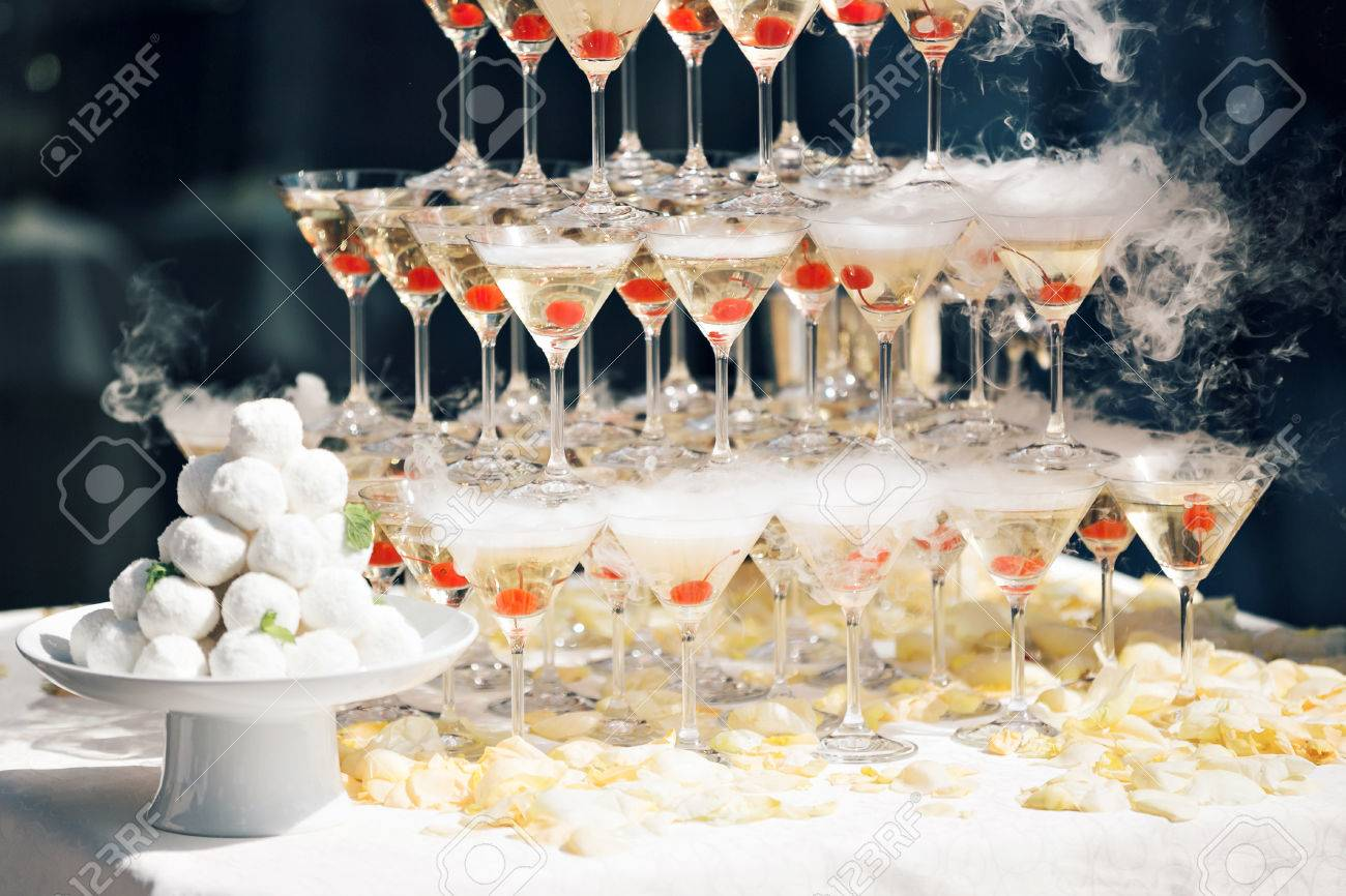 Champagne pyramid as decoration of your banquet 85
