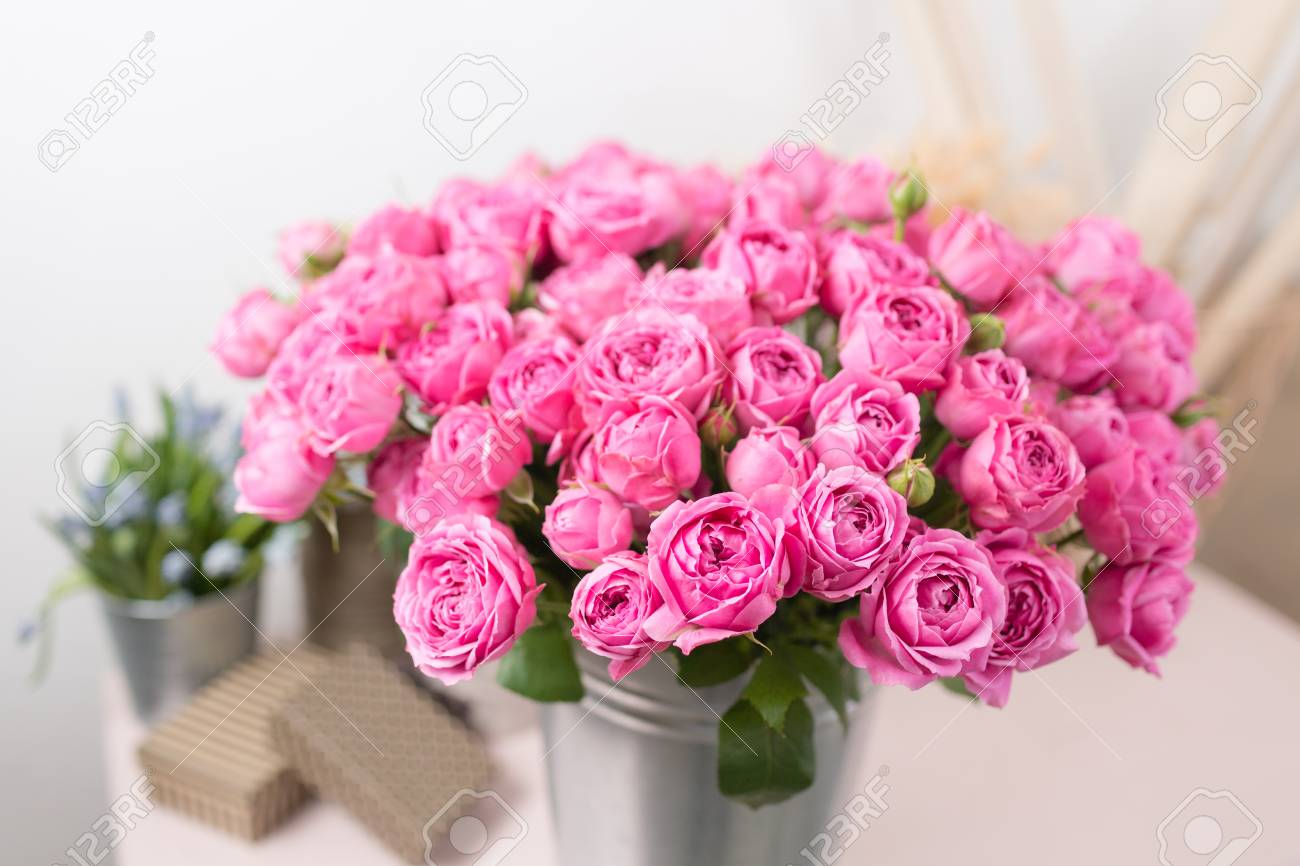 Rose Misty Bubbles Bouquet Flowers Of Pink Roses In Metal Vase