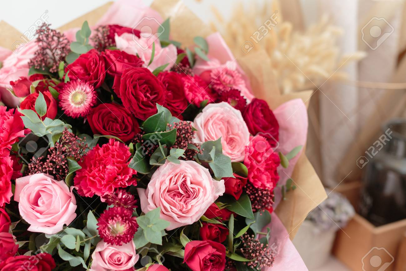 Close up beautiful luxury bouquet of mixed red and pink flowers close up beautiful luxury bouquet of mixed red and pink flowers in glass vases izmirmasajfo