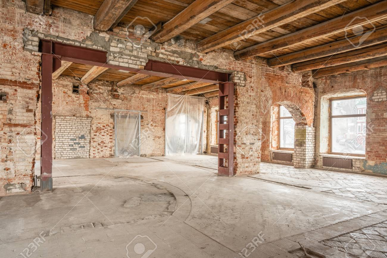 Russia, Nizhny Novgorod - March 20, 2019: Office. Loft studio Interior in old house. Big windows, brick red wall. House or apartment is under construction, remodeling, renovation, restoration. - 126071630