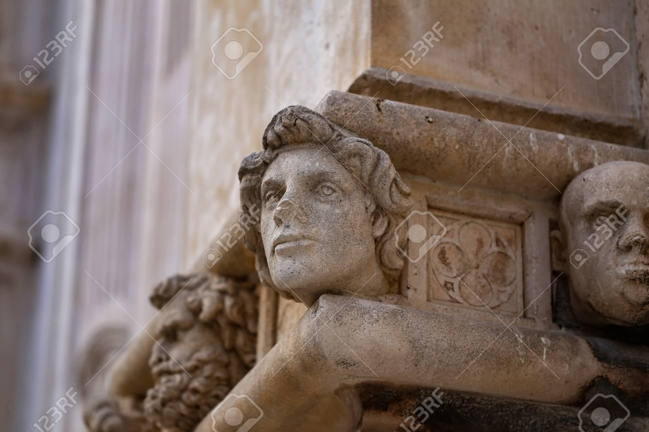 Sibenik Kathedrale / Berühmte Gesichter auf der Seite Protal der Kathedrale von Sibenik Standard-Bild - 86863147