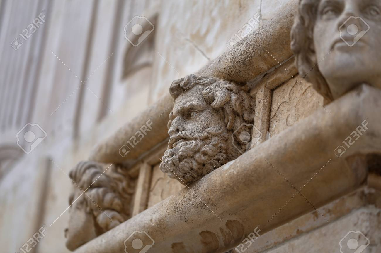 Sibenik cathedral, Famous faces on the side protal of Sibenik cathedral Standard-Bild - 86757820