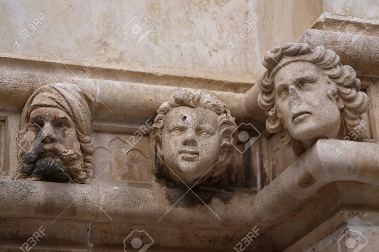 Sibenik cathedral, Famous faces on the side protal of Sibenik cathedral Standard-Bild - 86757821
