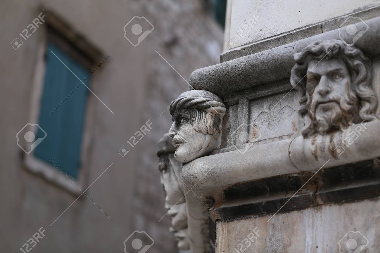Sibenik cathedral / Famous faces on the side protal of Sibenik cathedral Standard-Bild - 86863148