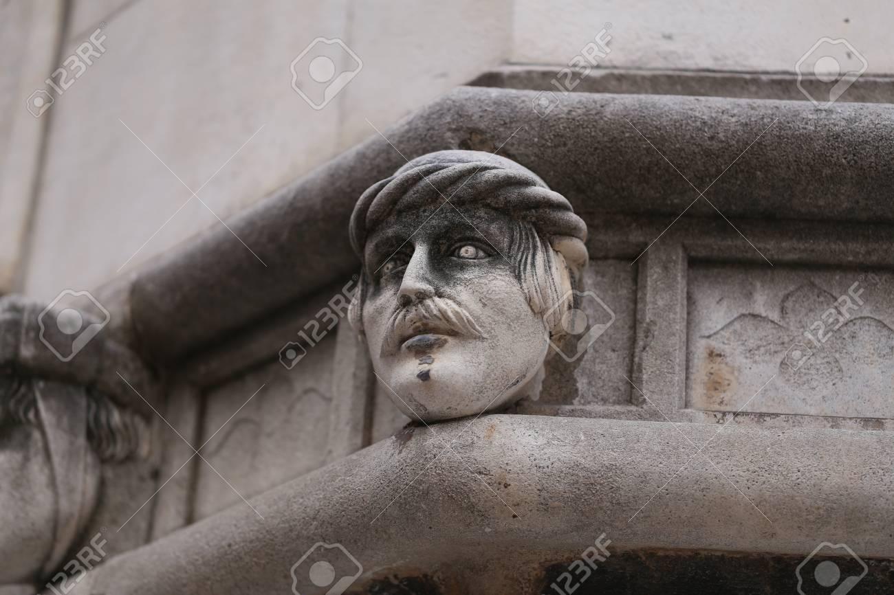 Sibenik Kathedrale, Berühmte Gesichter auf der Seite Protal der Kathedrale von Sibenik Standard-Bild - 86757822