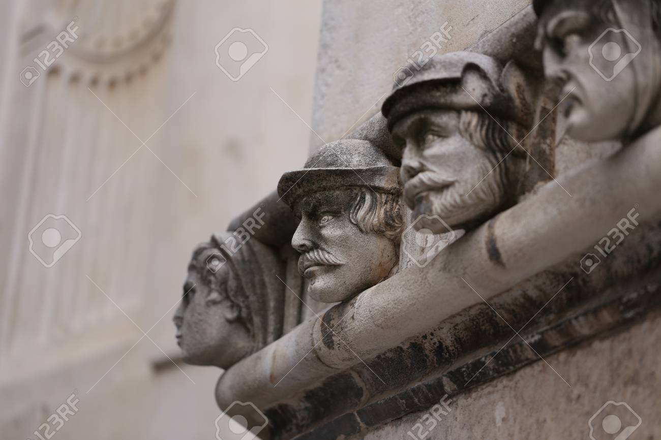 Sibenik cathedral / Famous faces on the side protal of Sibenik cathedral Standard-Bild - 86863150
