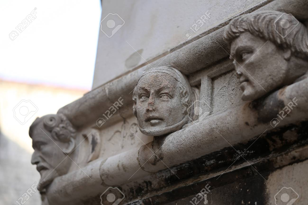 Sibenik cathedral / Famous faces on the side protal of Sibenik cathedral Standard-Bild - 86863155