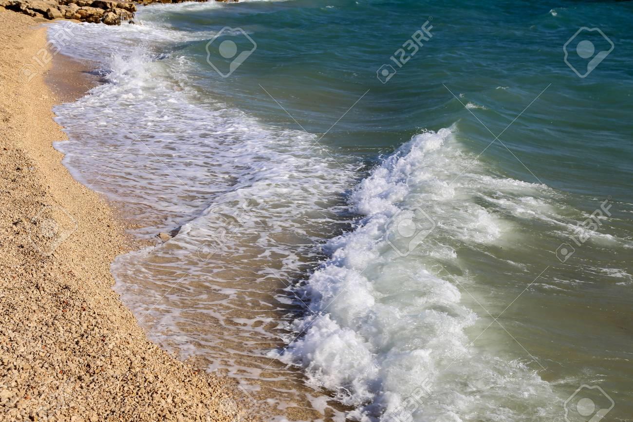 Seelandschaft / Adria / Meereswellen Standard-Bild - 86671736