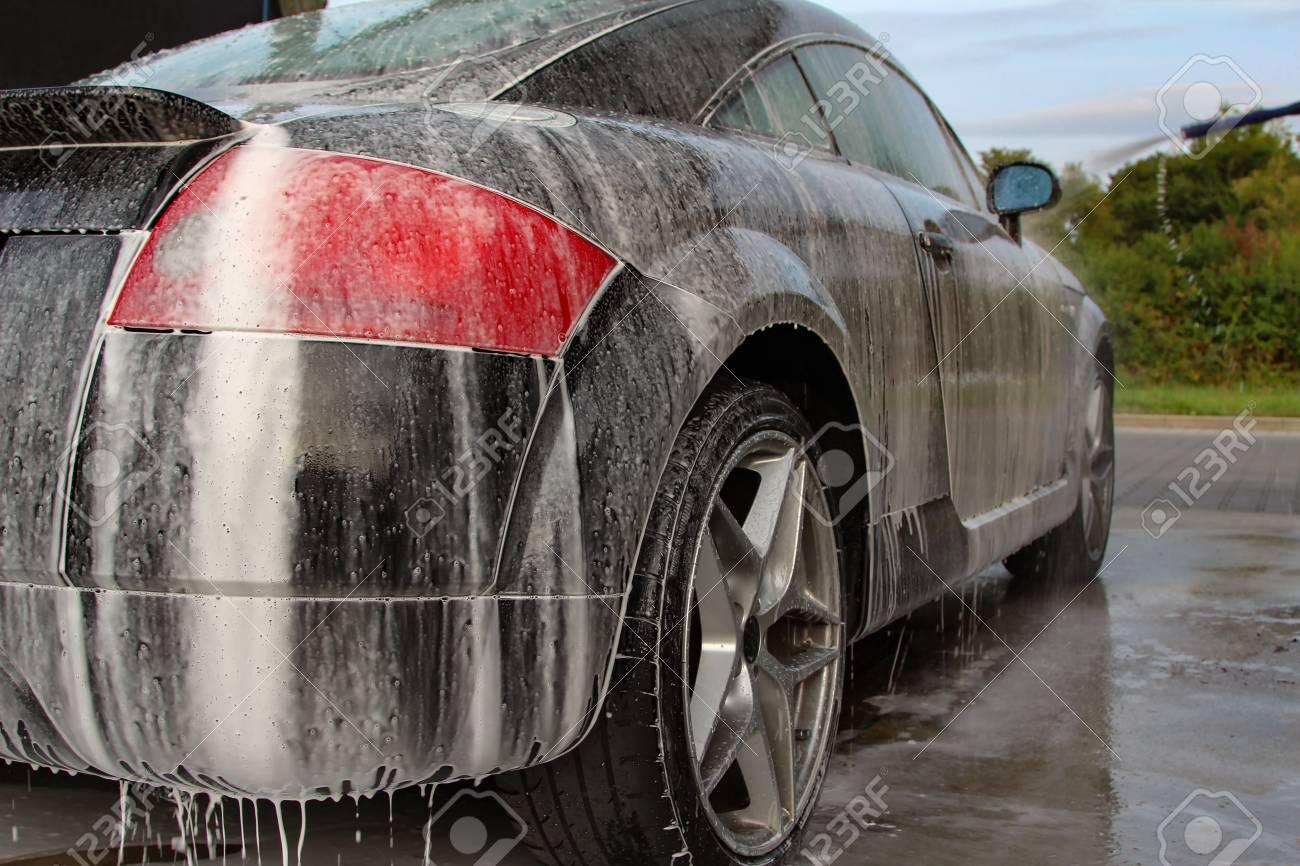 Car Detailing: Car Washing with Foam Shampoo Standard-Bild - 88034363
