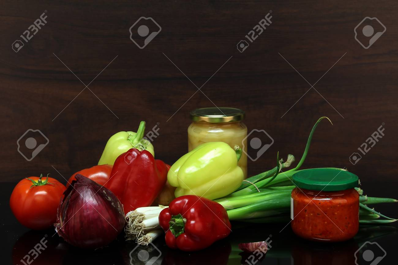 Autumn still life / Various vegetables on the table Standard-Bild - 86671738