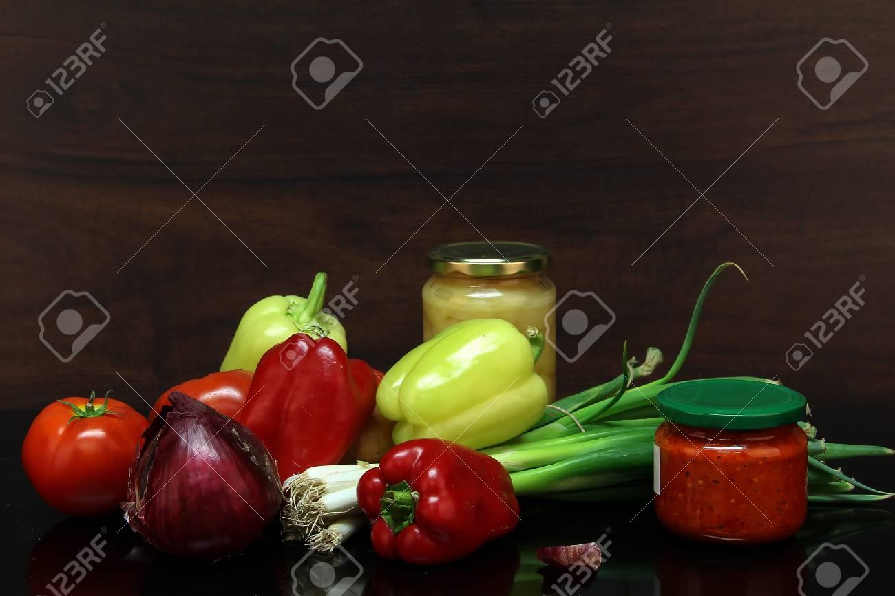 Herbststilleben / Verschiedene Gemüse auf dem Tisch Standard-Bild - 86671738