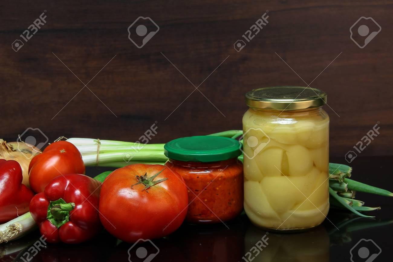 Herbststilleben / Verschiedene Gemüse auf dem Tisch Standard-Bild - 86863156