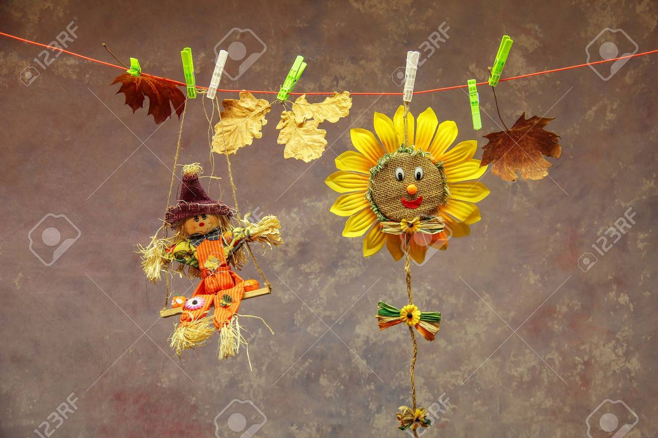 Autumn still life  Clothes pegs Standard-Bild - 87871965