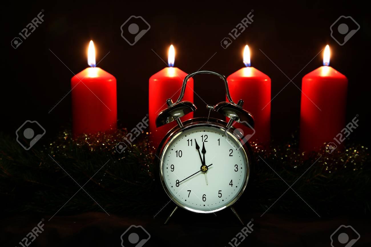 Advent Season, four candles burning. Advent background. Standard-Bild - 86514214