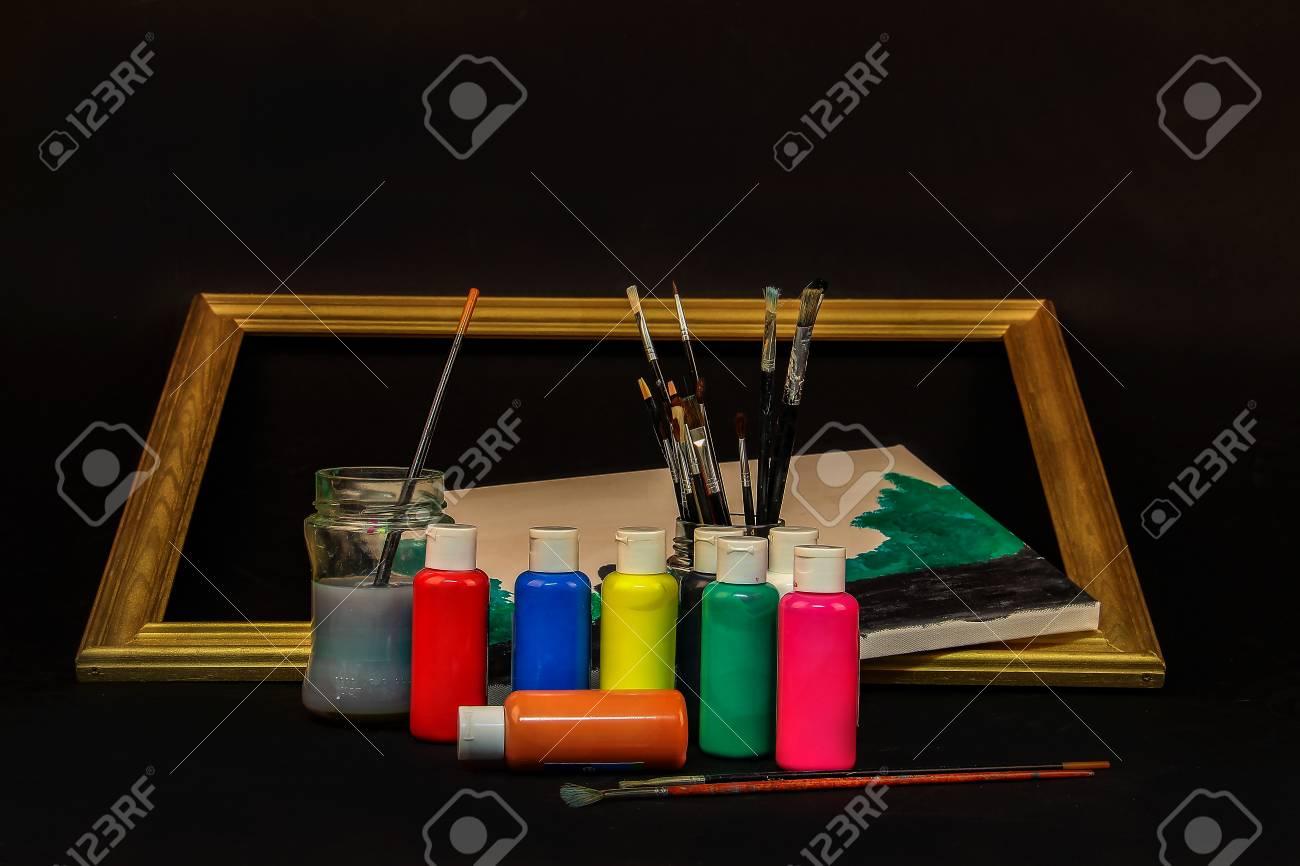 Watercolor paints Standard-Bild - 86514215