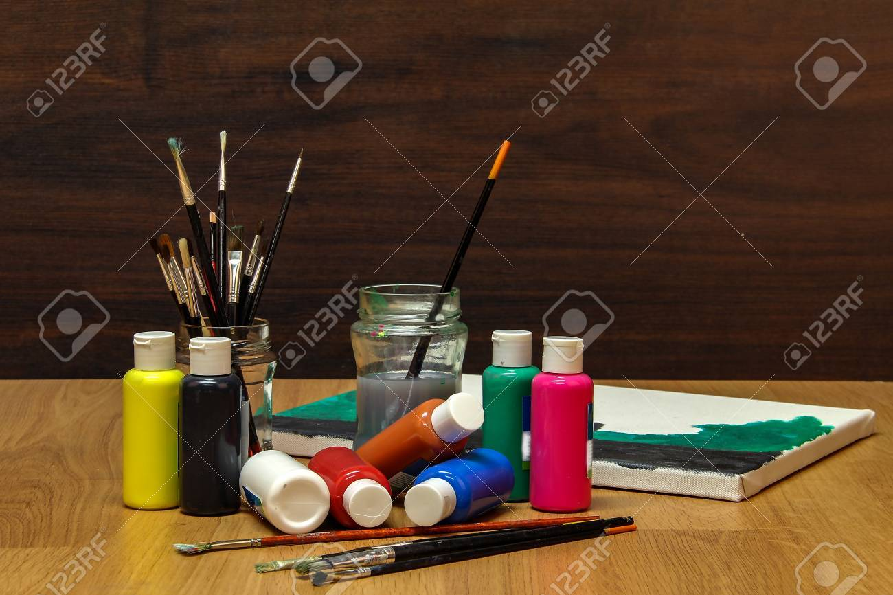 Watercolor paints Standard-Bild - 86514216