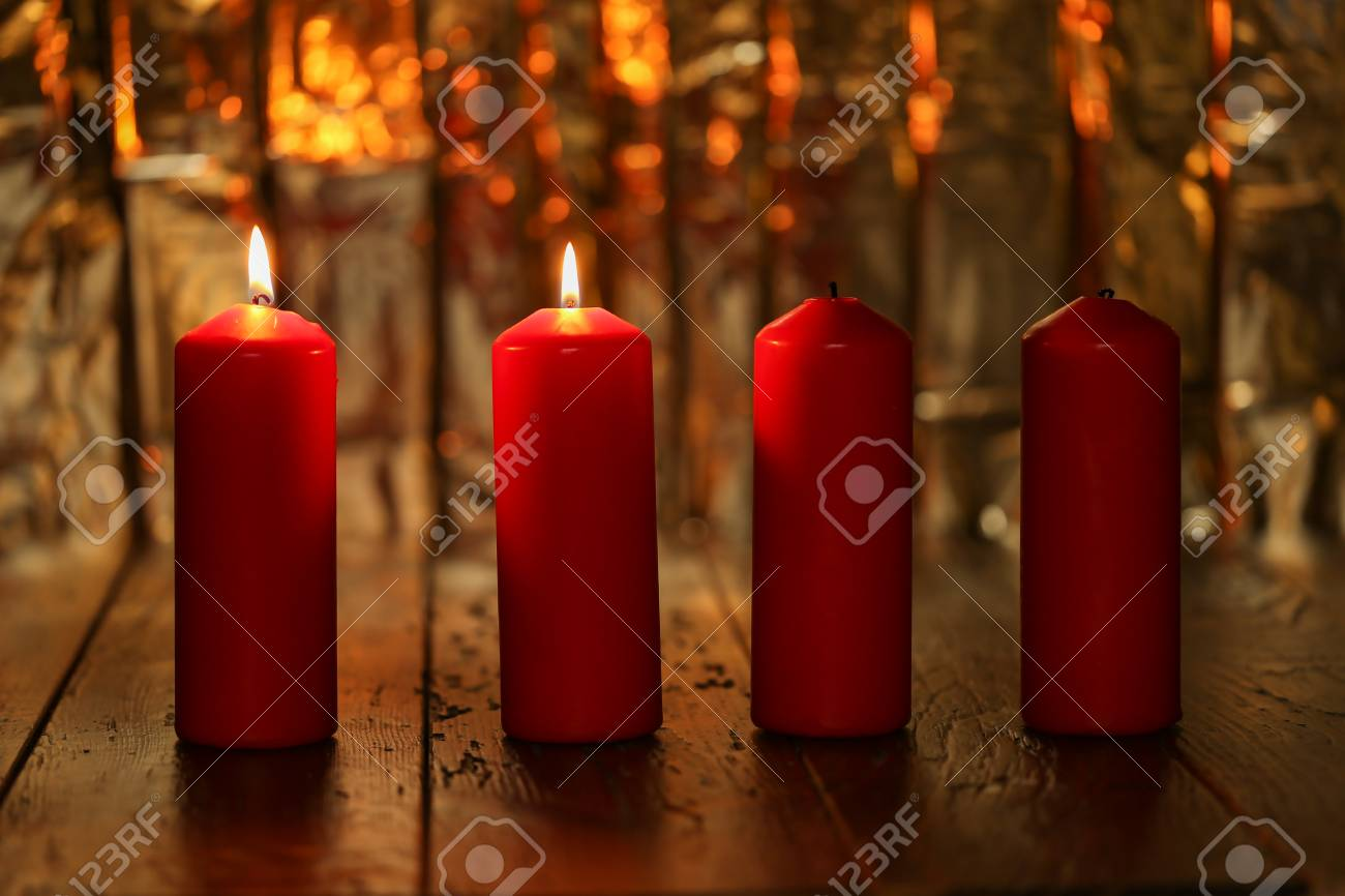 Advent Season, four candles burning. Advent background. Standard-Bild - 87945410