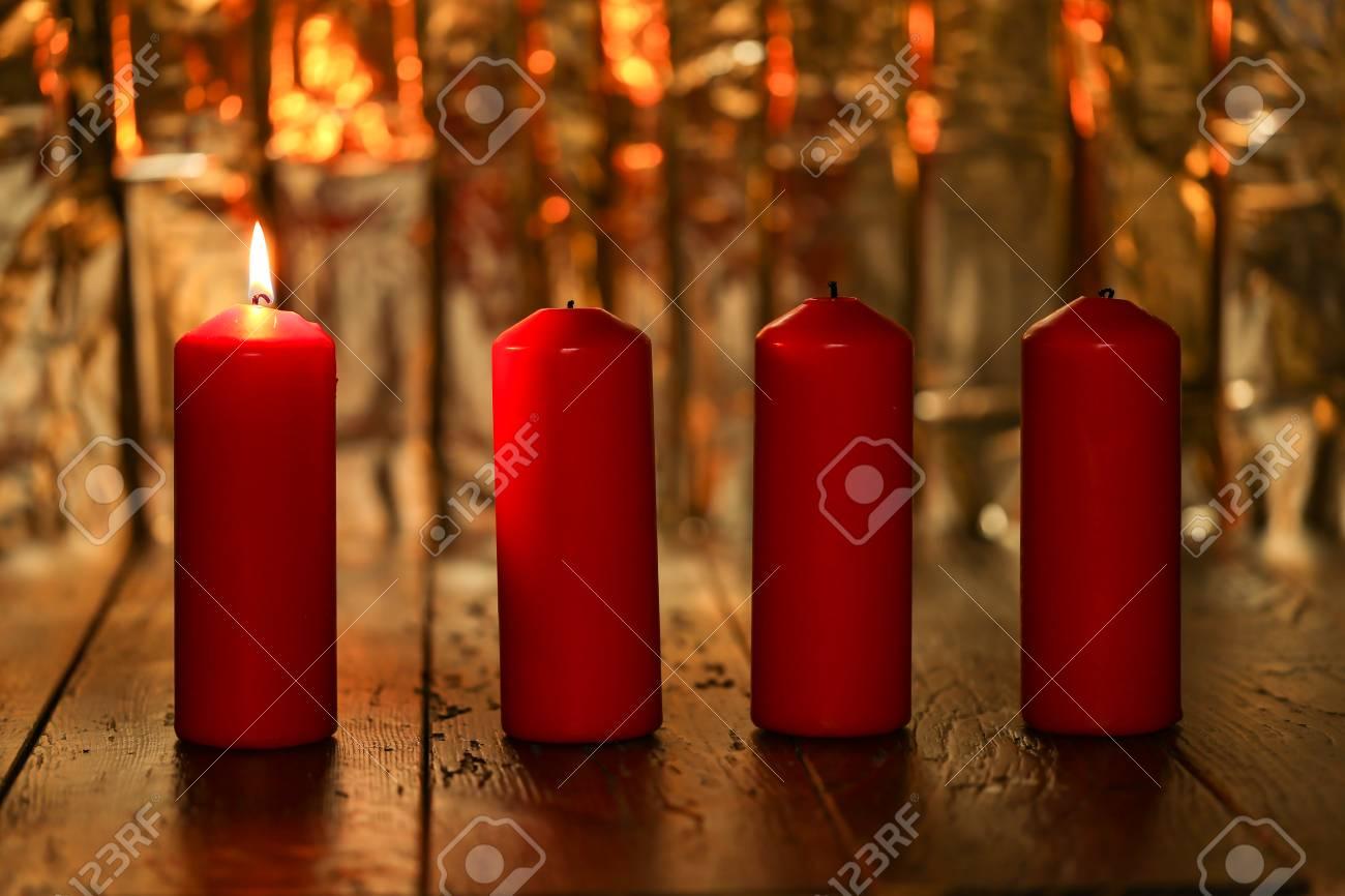 Advent Season, four candles burning. Advent background. Standard-Bild - 87981157