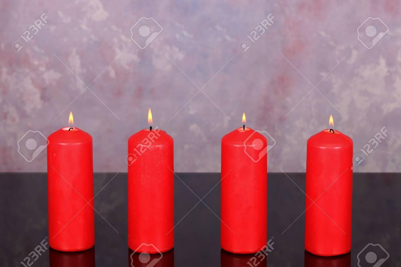 Advent Season, four candles burning. Advent background. Standard-Bild - 89411758