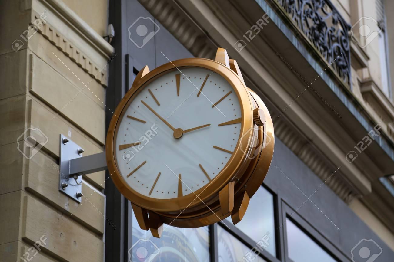 Beautiful city clock Standard-Bild - 93127860