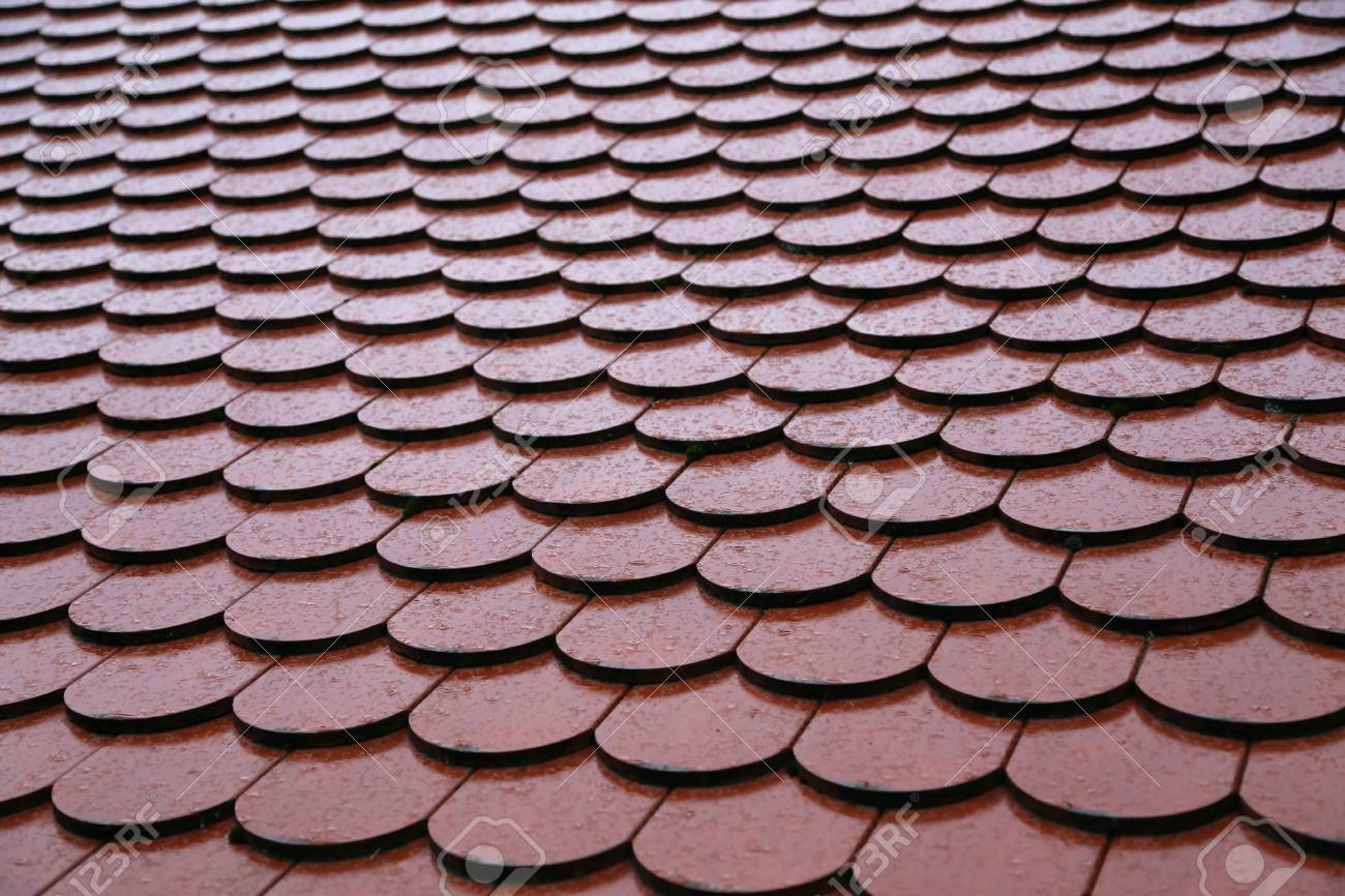Roof tiles on the roof Background of brick wall texture Standard-Bild - 92783374