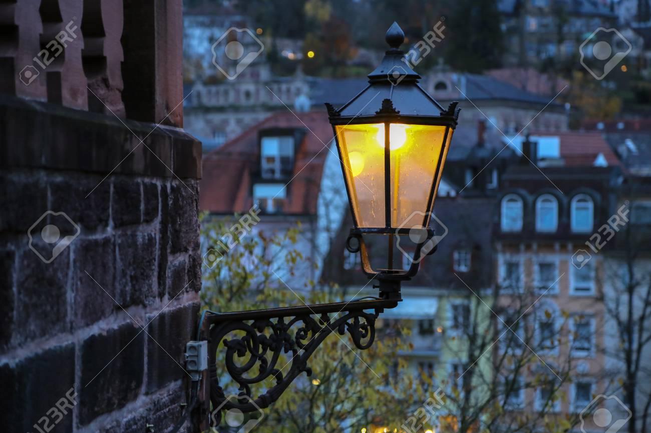 Street light  Vintage street lamp close-up  Details Standard-Bild - 92783387