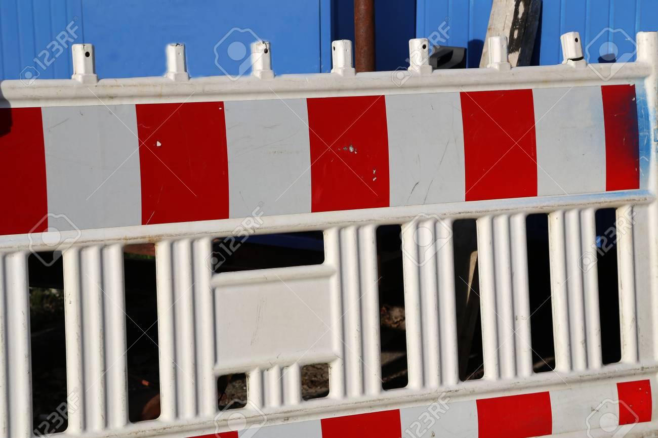 Roadblock  Special fences block off traffic during road repairs Standard-Bild - 92783372