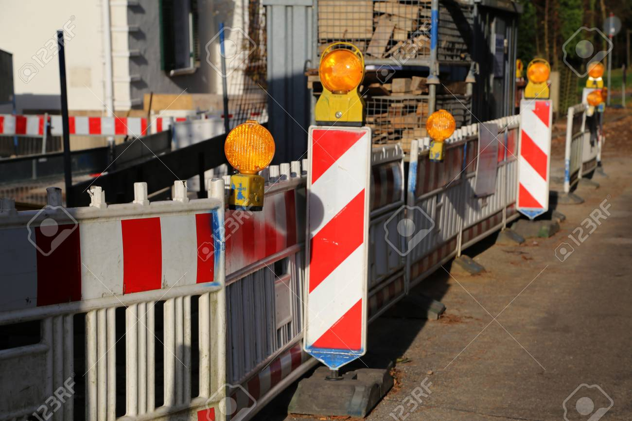 Roadblock  Special fences block off traffic during road repairs Standard-Bild - 92783378