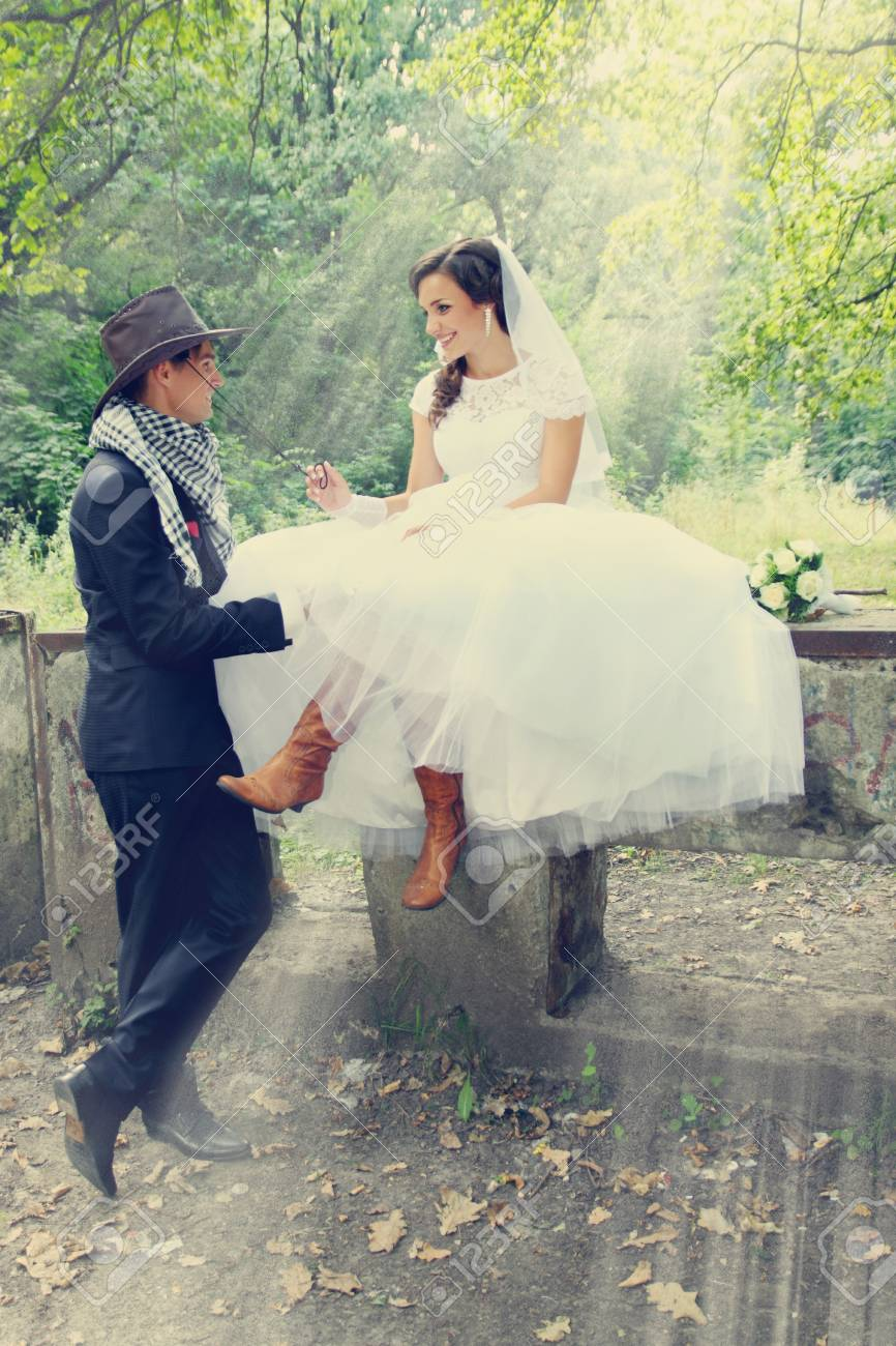 fe3471d465d bride flirting with the groom in a cowboy hat Stock Photo - 32253859