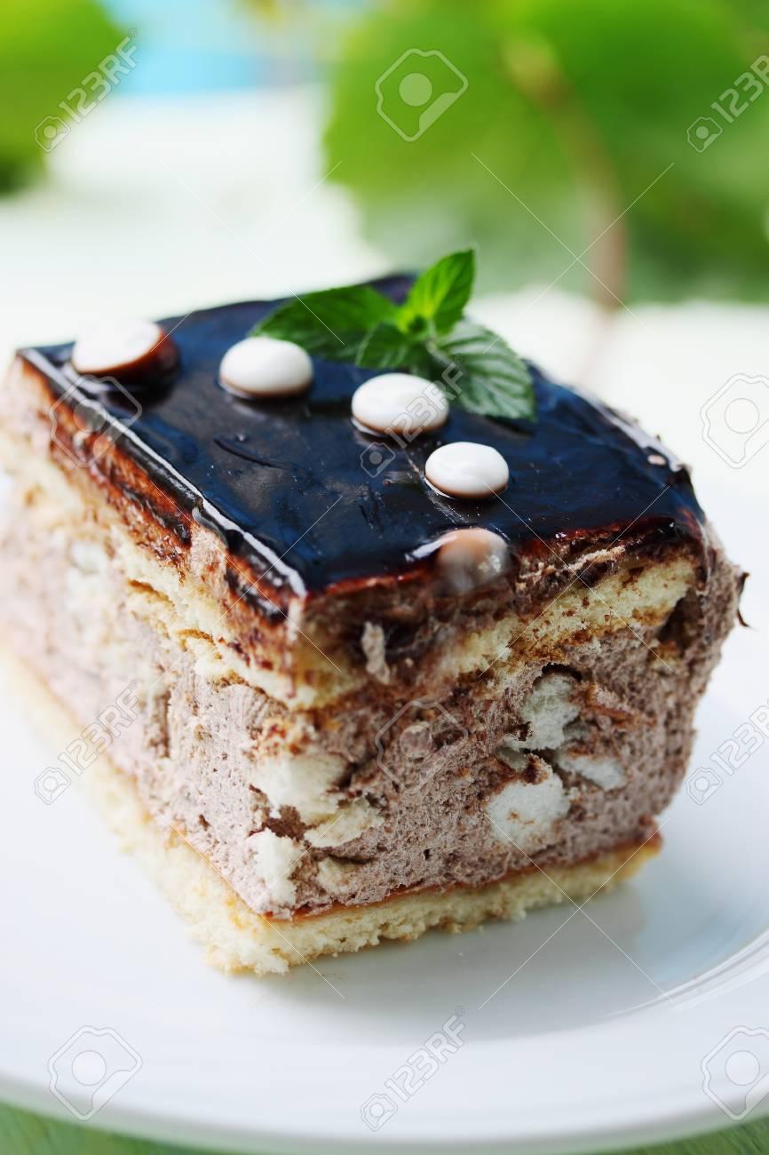 Stuck Kuchen Mit Sahne Und Schokoglasur Lizenzfreie Fotos Bilder
