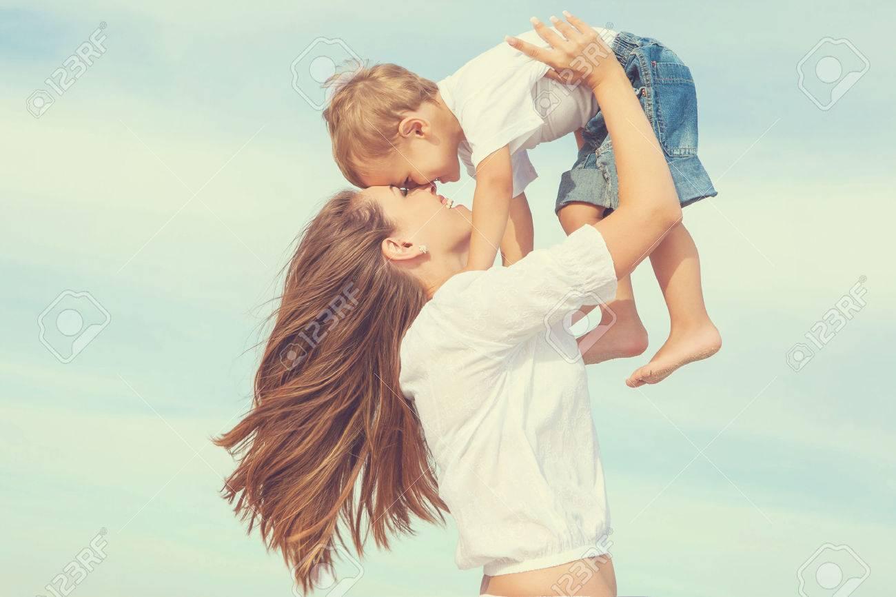 Сын и молодая мать в душе 5 фотография