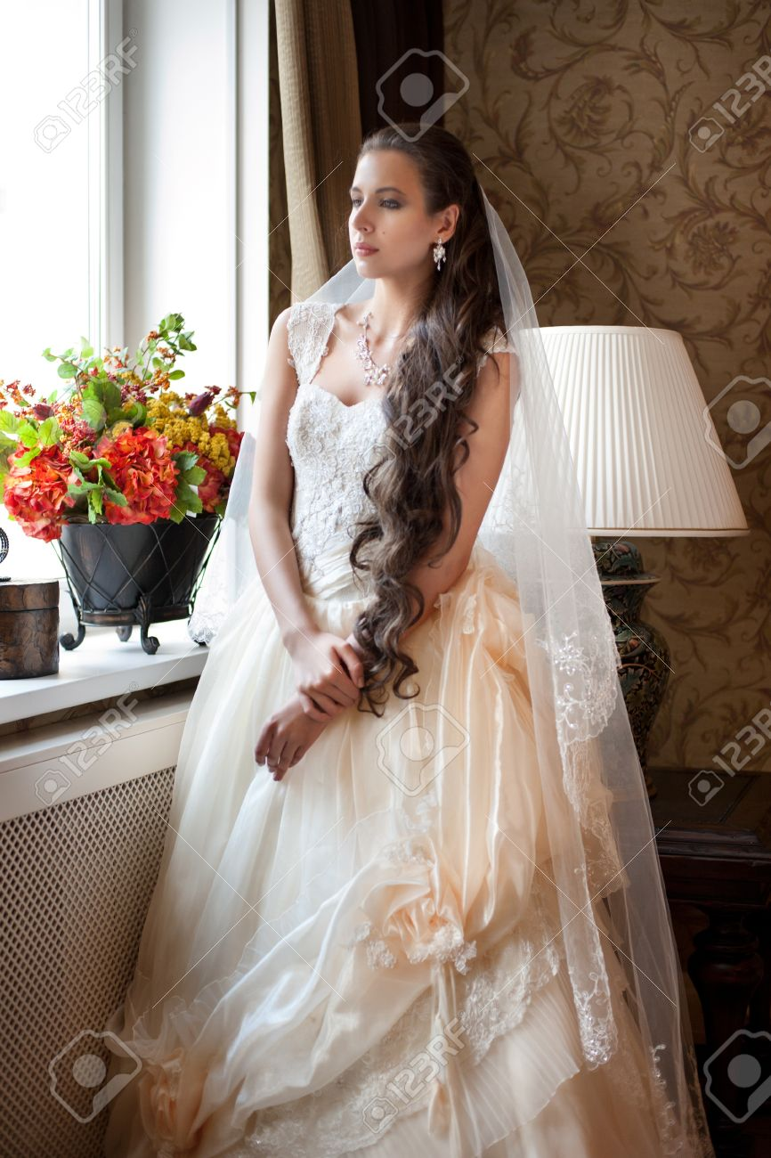 Tremendous Beautiful Bride In Elegant Wedding Dress With Long Curly Hair Short Hairstyles Gunalazisus