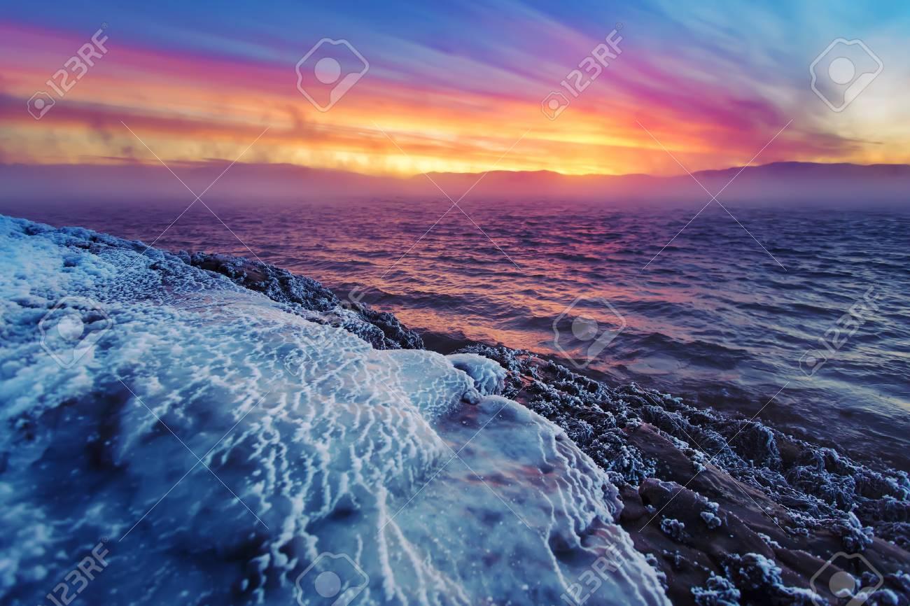 バレンツ海の冬海岸。コラ半島、...