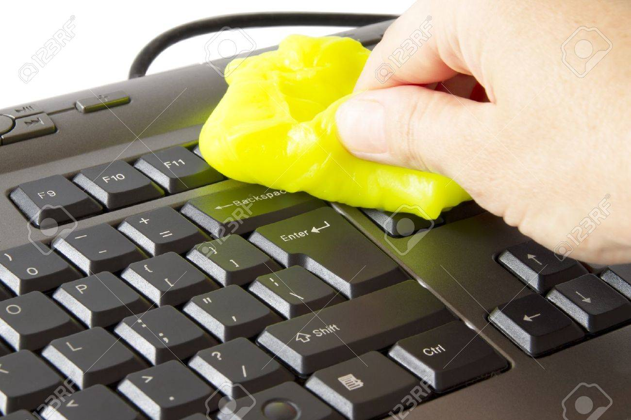 hand who clean the keyboard with a special sponge - 17499026