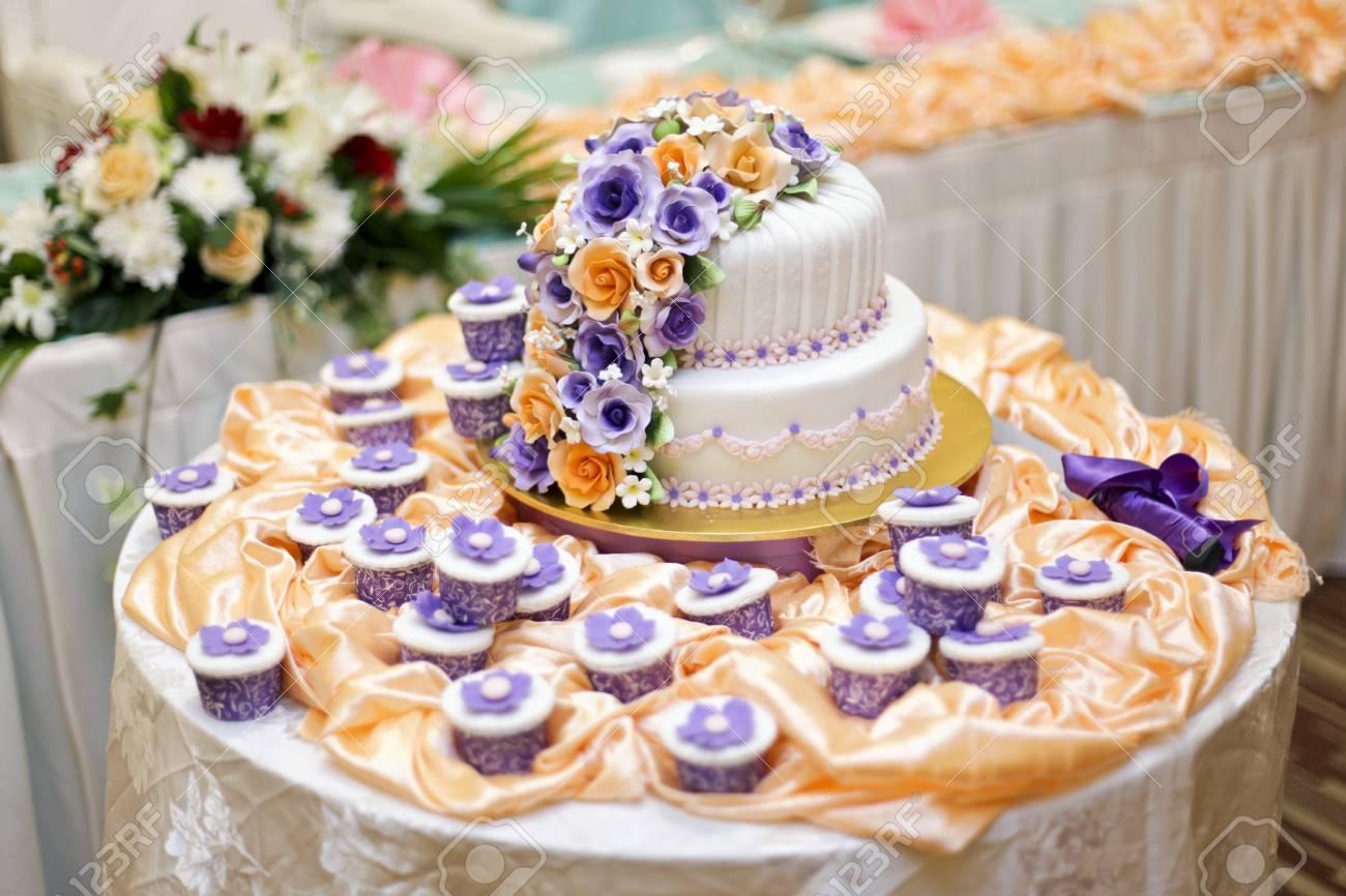 Die Schönsten Kuchen Für Solemnization Veranstaltung Standard Bild    23642298