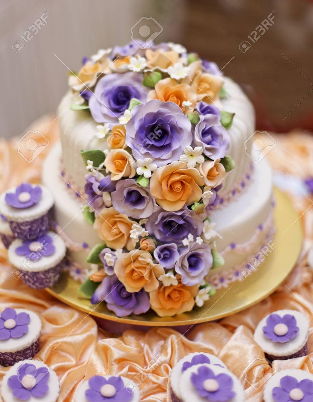 Die Schönsten Kuchen Für Solemnization Veranstaltung Standard Bild    23642308