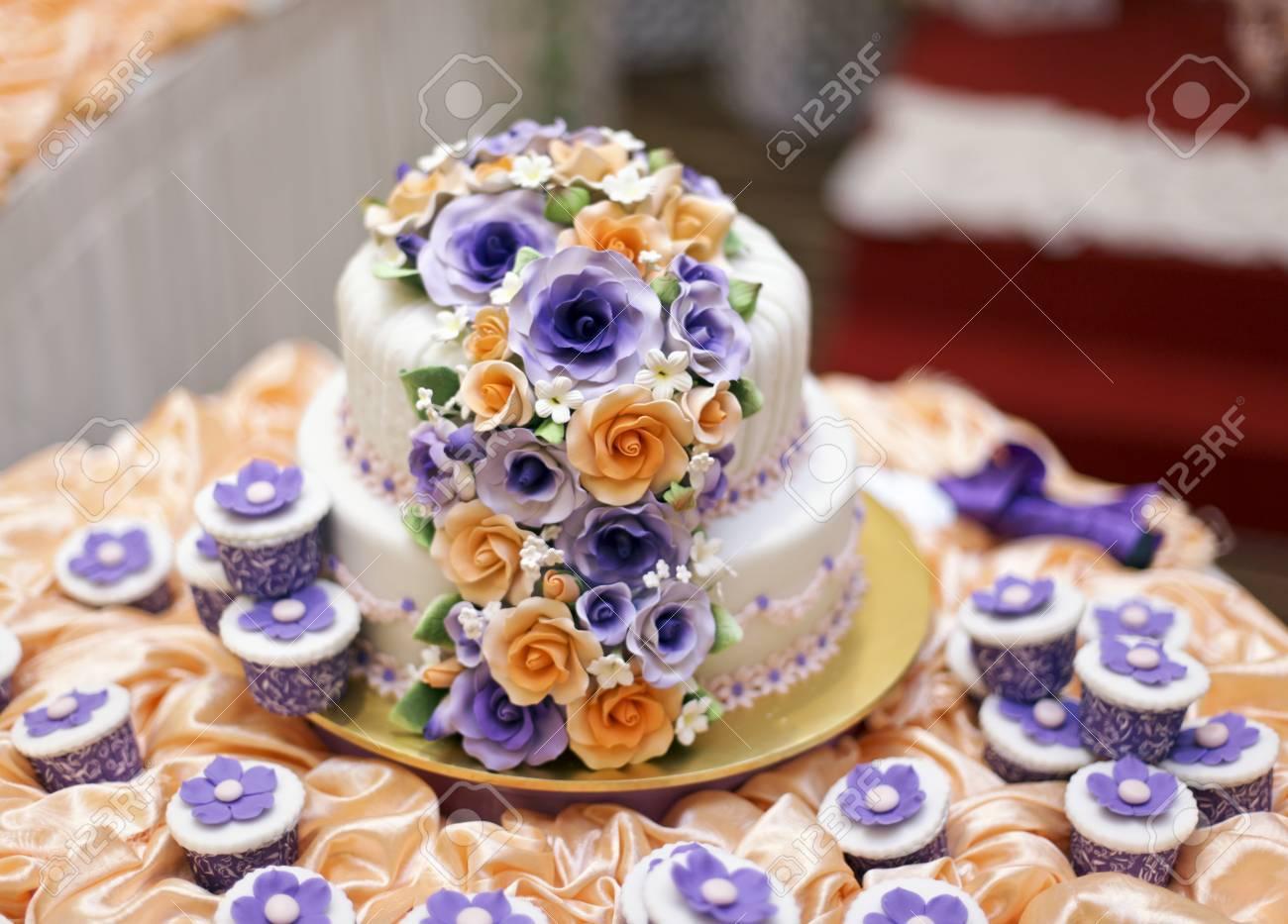 AuBergewohnlich Die Schönsten Kuchen Für Solemnization Veranstaltung Standard Bild    23642309