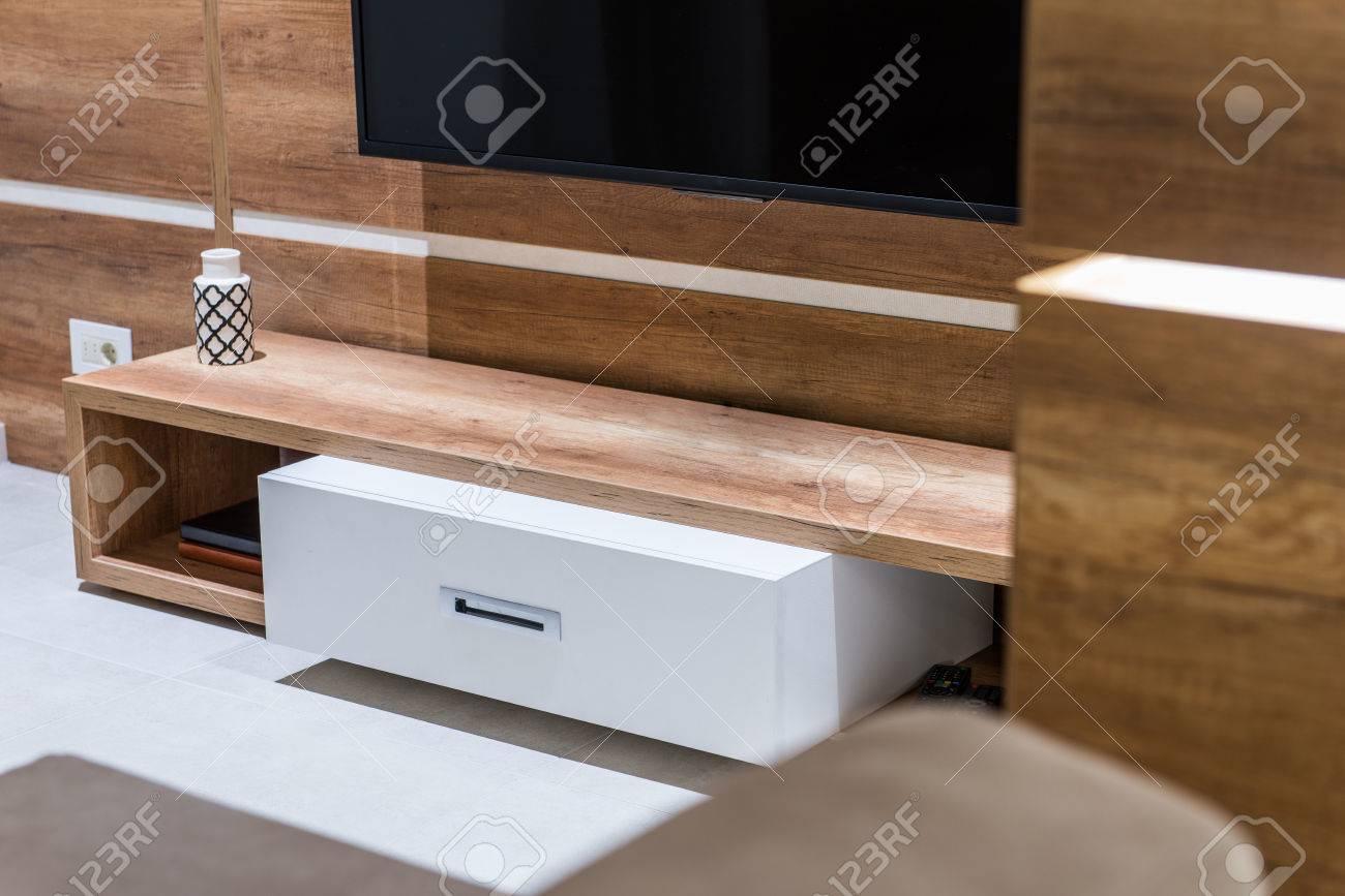 Moderne Kommode Aus Holz Fur Fernseher Im Wohnzimmer Interieur
