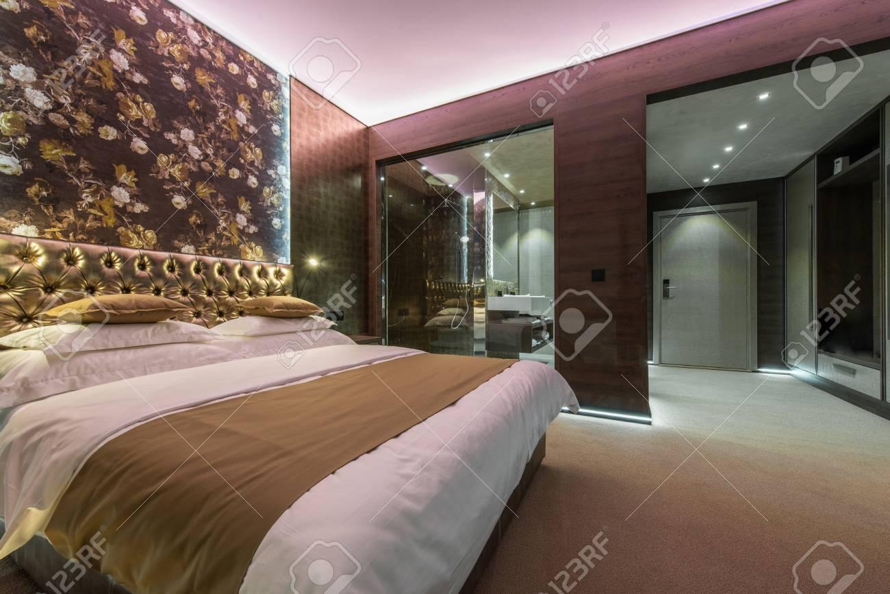 Chambre De Luxe Avec Salle De Bains Dans L 39 Appartement Ou