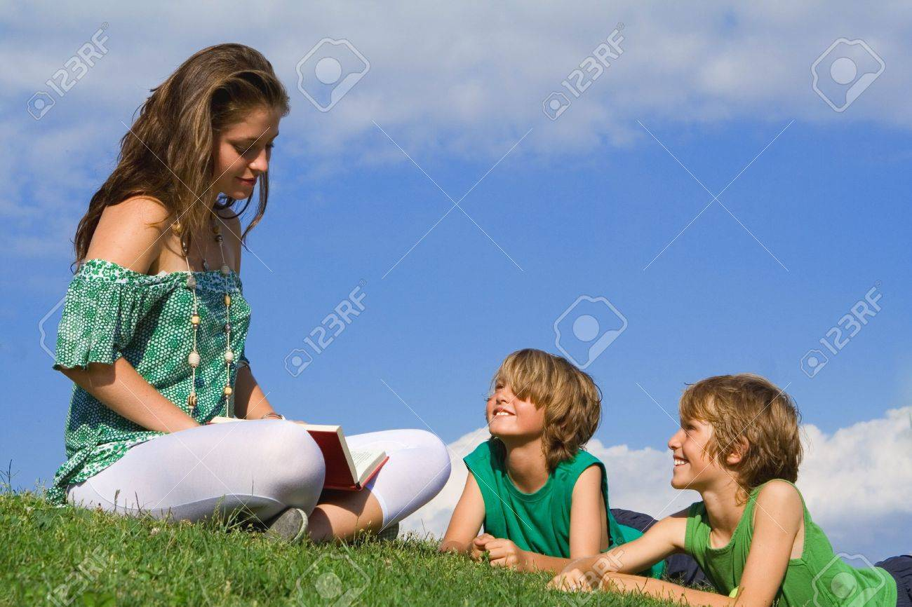 reading outdoors in summer Stock Photo - 2634701
