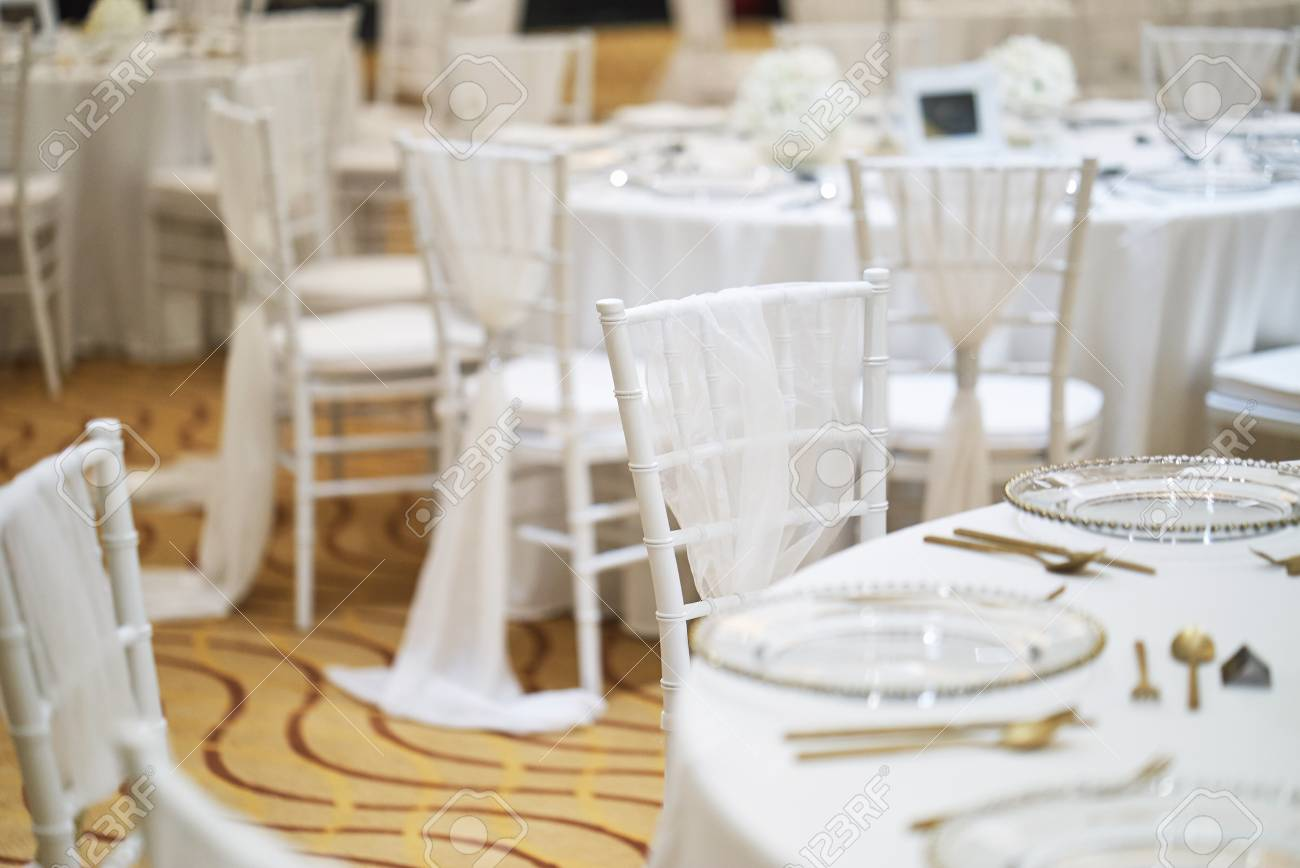 Merveilleux Stock Photo   Wedding Reception Dinner Table Setting Indoor With White  Chiavari Chairs For Luxury Wedding Party